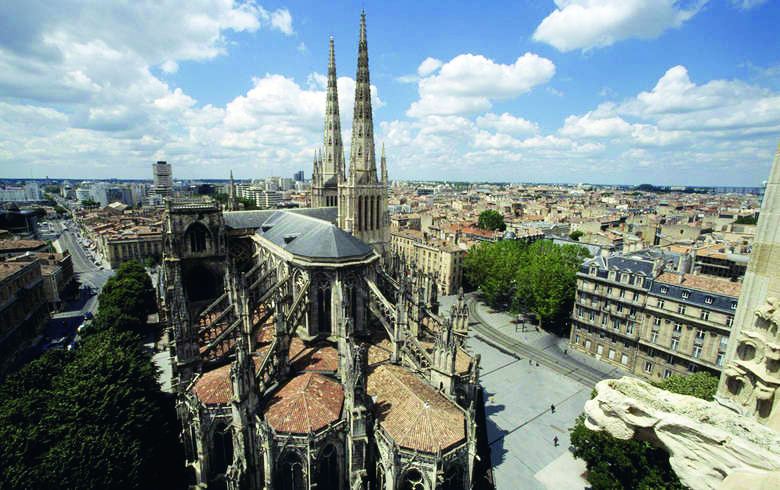 Cathedrale-Tour-Pey-Berland_format_780x490